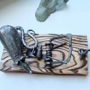 Ručně kovaná dekorativní pastička na myši 2