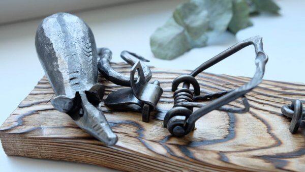 Ručně kovaná dekorativní pastička na myši 4