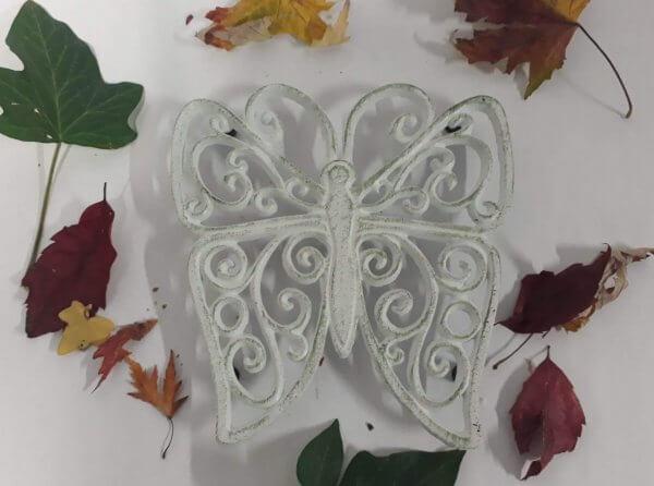 Litinová podložka motýl bílý